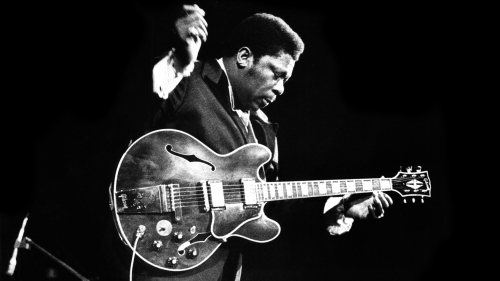 93328137-BB king -ON-STAGE-crop