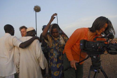 cameraperson-2016-002-kirsten-johnson-in-darfur-setting-up-camera-ORIGINAL